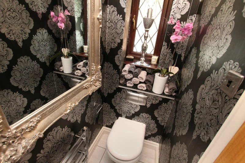 What's the best way to decorate your narrow bathroom?